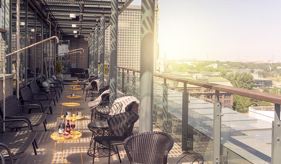 Más Rooftop Bar